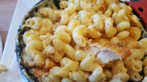 stillery-mac-n-cheese-and-hot-chicken